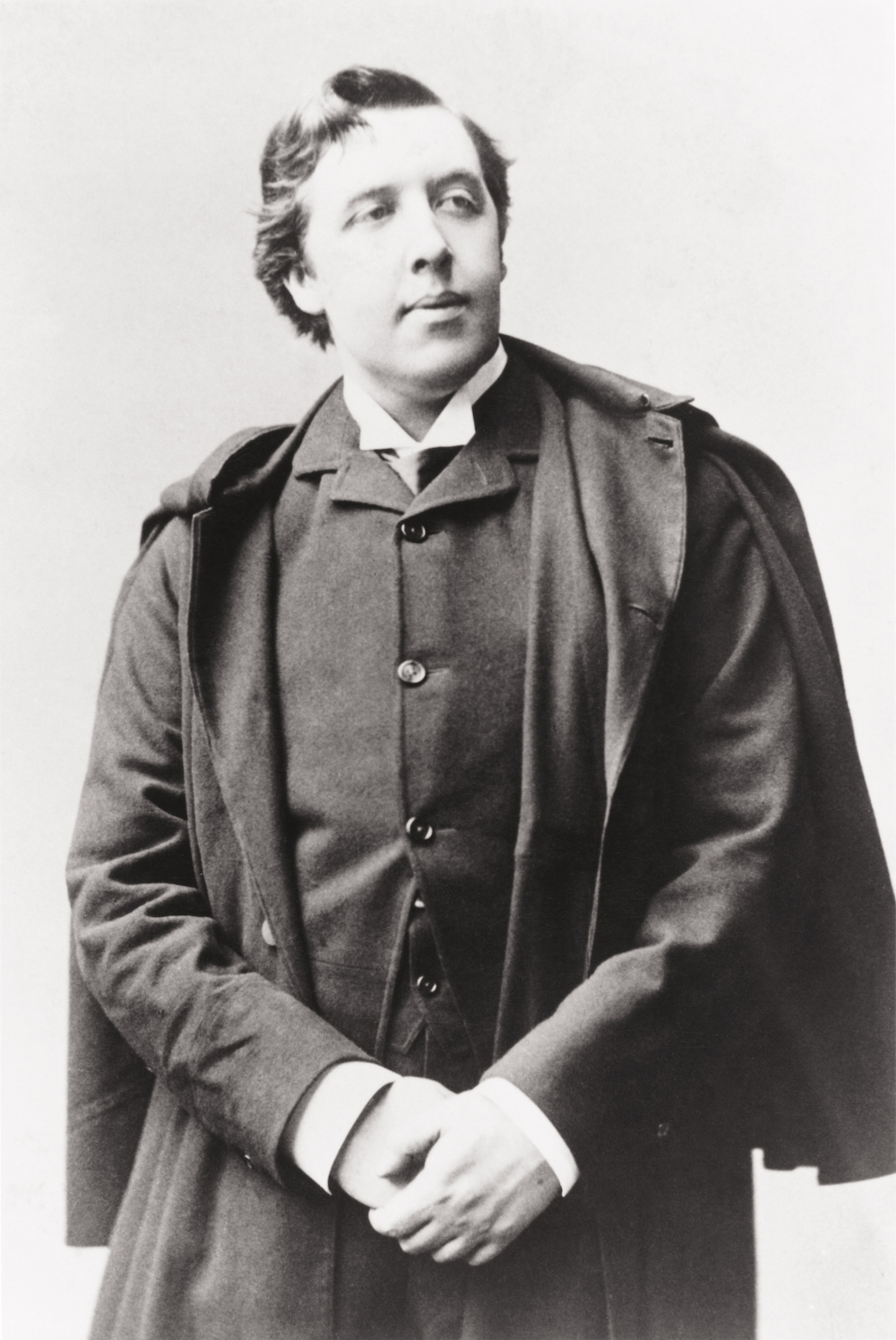 oscar wilde 2 essay Two of wilde's four writings on aesthetics are dialogues: though wilde had  evolved professionally from lecturer to writer,.