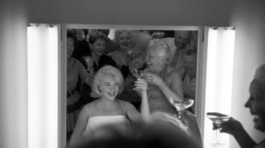 Marilyn Monroe and her crew during a still photos session in Los Angeles, USA in 1960 (Credit: © Eve Arnold/MAGNUM PHOTOS)
